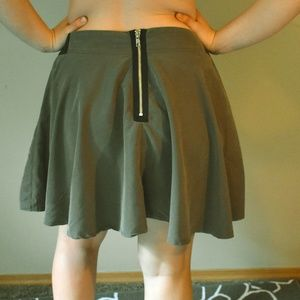 Romeo & Juliet Couture Army Green Skirt Sz L